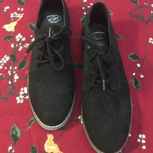 Black shoes with teal soles